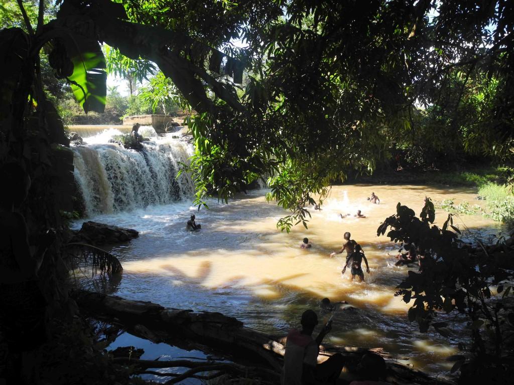 Der Wasserfall am Fluss Salomon
