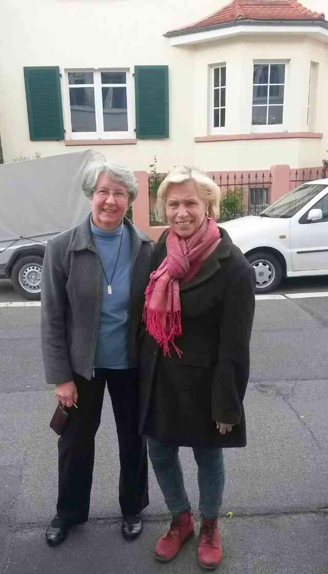 Unser Vorstandsmitglied Simone Monthuley mit Sister Shirley