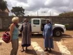 Simone mit Schwestern kurz vor der Abfahrt in Thika